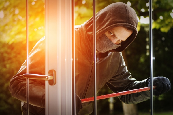 burglar breaking into a house without a burglar alarm